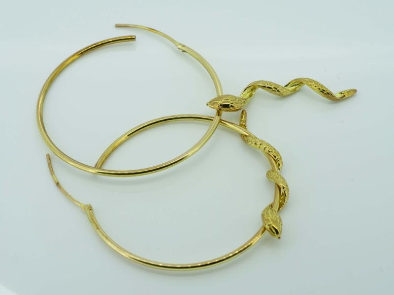 Originelle Goldcreolen