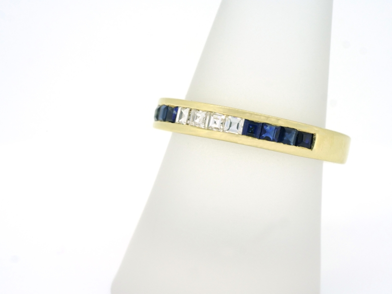 Bemerkenswerter Gelbgoldbandring mit Safiren und Diamanten